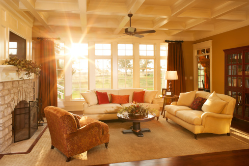 Sun「Well-appointed traditional living room with beamed ceiling」:スマホ壁紙(16)