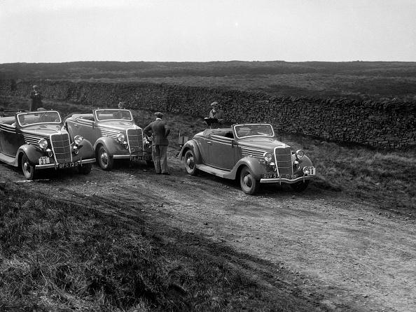 Country Road「Three Ford V8s at the Sunbac Inter-Club Team Trial, 1935」:写真・画像(14)[壁紙.com]