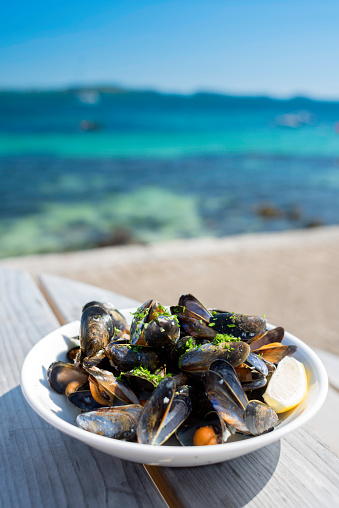 Fish Stew「Plate of Mussels with the sound of Iona in the background - Isle of Iona, Inner Hebrides, Scotland」:スマホ壁紙(13)