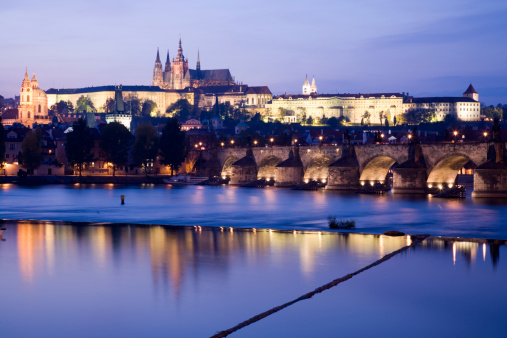 St Vitus's Cathedral「St. Vitus's Cathedral, Hradcany Castle, and the Charles Bridge at Dusk in Prague」:スマホ壁紙(3)