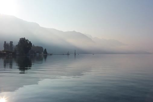 静かな情景「Lake Annecy, France」:スマホ壁紙(19)