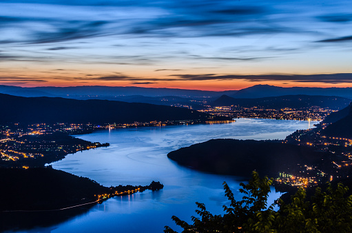 Auvergne-Rhône-Alpes「Lake Annecy (Lac d'Annecy) in France by Talloires by night」:スマホ壁紙(4)