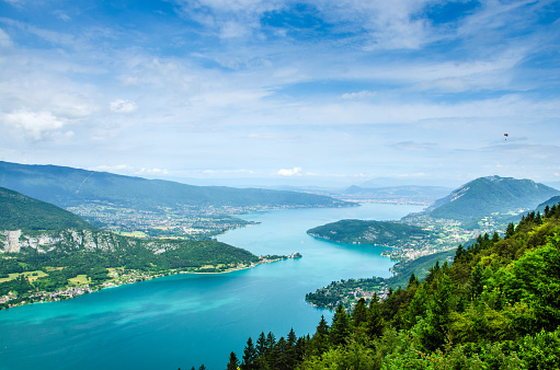 Auvergne-Rhône-Alpes「Lake Annecy in France seen from a viewpoint photographed on a summer day with blue sky」:スマホ壁紙(0)