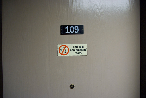 Motel「Hotel Room Door With No Smoking Sign」:スマホ壁紙(3)