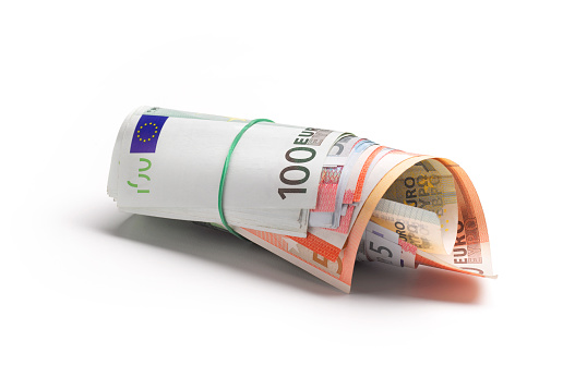 Banking「Euro banknotes in a money roll」:スマホ壁紙(8)