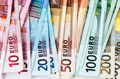 Currency Symbol「euro banknotes in a row」:スマホ壁紙(6)