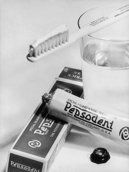 Glass - Material「Toothpaste Portrait」:写真・画像(0)[壁紙.com]