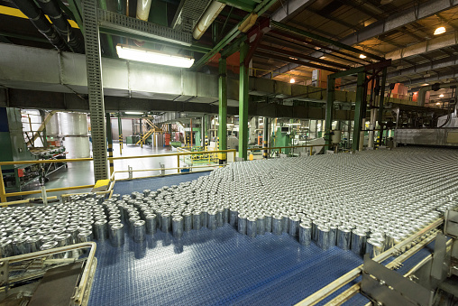 Automatic「Aluminium cans being made in an industrial factory」:スマホ壁紙(13)