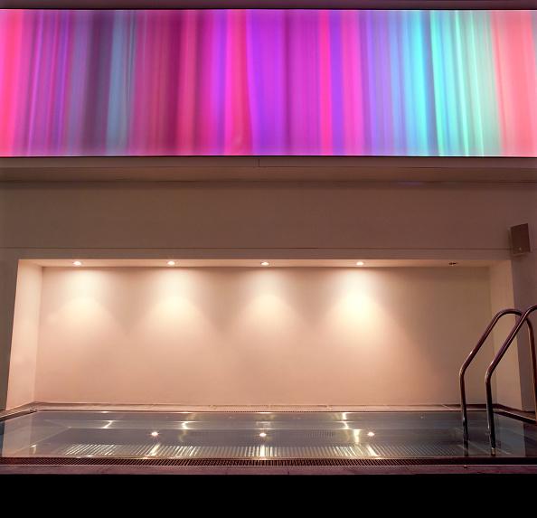 Shallow「Modern, cutting edge design for a Holmes Place gym, The Strand, London」:写真・画像(15)[壁紙.com]