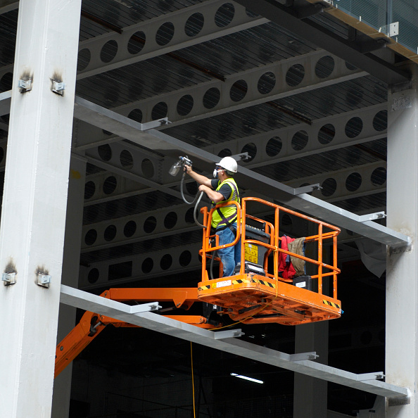 Paint「Spray-painting the steel framework of an office block under construction, London, UK」:写真・画像(9)[壁紙.com]