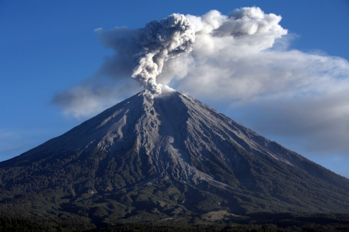 Active Volcano「June 21, 2008 - Semeru eruption, Java Island, Indonesia.」:スマホ壁紙(3)