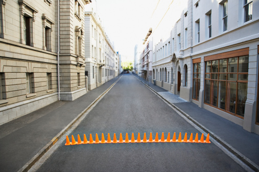 Road Construction「Line of traffic cones in urban roadway」:スマホ壁紙(14)