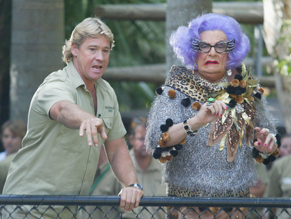 Concepts「Dame Edna and Crocodile Hunter Steve Irwin」:写真・画像(0)[壁紙.com]