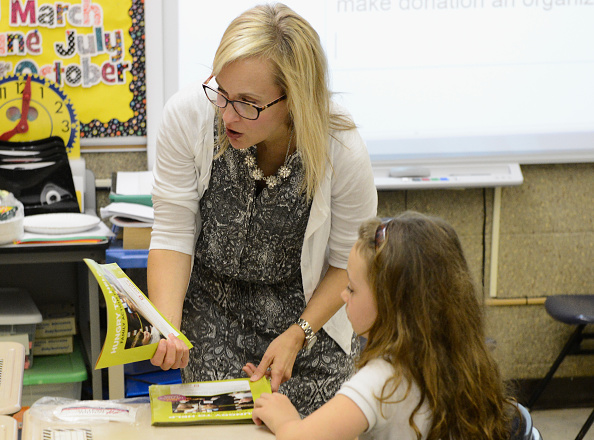 Instructor「Feeding America And Akron-Canton Regional Food Bank Host Hungry To Help Lesson Plan For Students At Ohio Elementary School」:写真・画像(13)[壁紙.com]