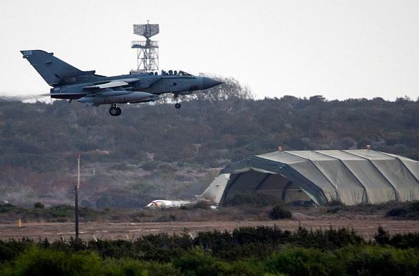 Republic Of Cyprus「British Planes Braced For Combat Missions Over Iraq」:写真・画像(19)[壁紙.com]