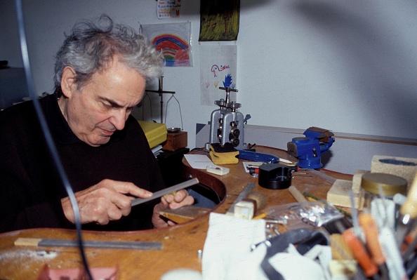 Sharpening「Prof Peter Raacke」:写真・画像(1)[壁紙.com]