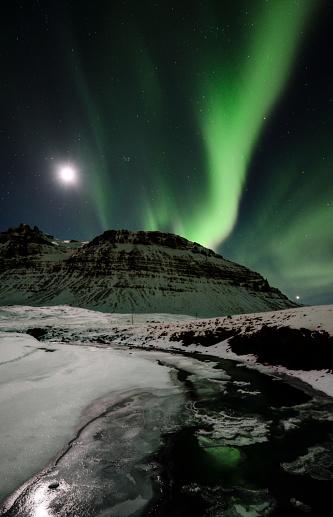 star sky「Iceland, Northen lights in the mountain」:スマホ壁紙(5)
