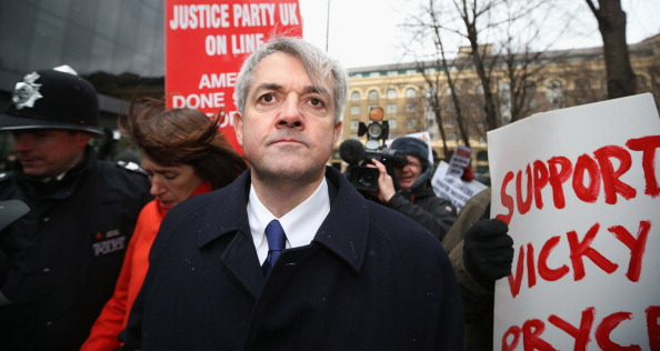 Oli Scarff「Chris Huhne And His Former Wife Vicky Pryce Are Sentenced For Perverting The Course Of Justice Over Speeding Points」:写真・画像(5)[壁紙.com]