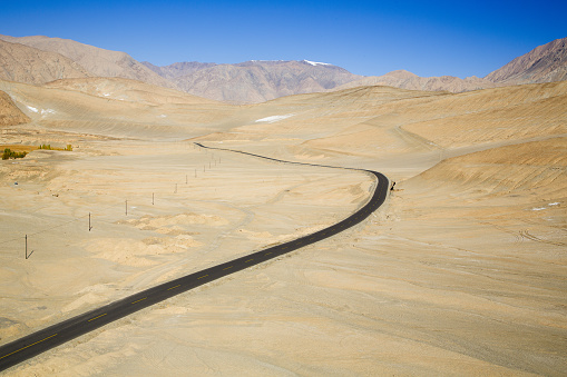 Himalayas「The road on the Pamirs of Kashi,Sinkiang,China」:スマホ壁紙(15)