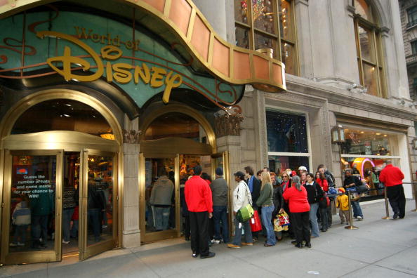 "In A Row「The Cast Of ""The Chronicles Of Narnia"" At the Disney Store」:写真・画像(16)[壁紙.com]"