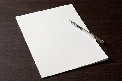 Pen「Blank document with pen on wooden desk」:スマホ壁紙(1)