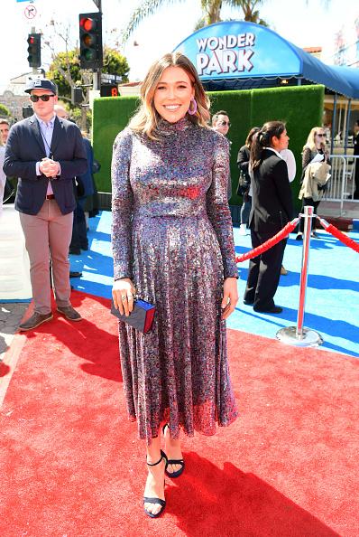 "Silver Dress「Premiere Of Paramount Pictures' ""Wonder Park"" - Red Carpet」:写真・画像(5)[壁紙.com]"