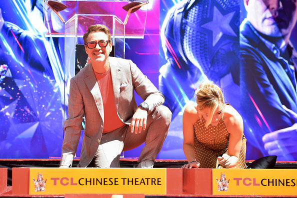 """TCL Chinese Theatre「Marvel Studios' """"Avengers: Endgame"""" Cast Place Their Hand Prints In Cement At TCL Chinese Theatre IMAX Forecourt」:写真・画像(2)[壁紙.com]"""