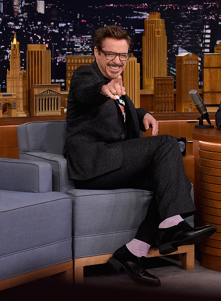 全身「Robert Downey Jr Visits 'The Tonight Show Starring Jimmy Fallon'」:写真・画像(4)[壁紙.com]