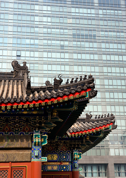 Contrasts「Contrast between old traditional temple building and new high rise offices in financial district of Beijing 2009」:写真・画像(19)[壁紙.com]