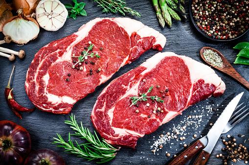 Beef「Raw fresh beef steak on dark background」:スマホ壁紙(6)