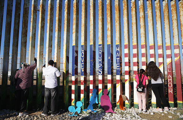 Baja California Norte「Migrants Continue To Try To Reach The United States At The Tijuana Border」:写真・画像(8)[壁紙.com]