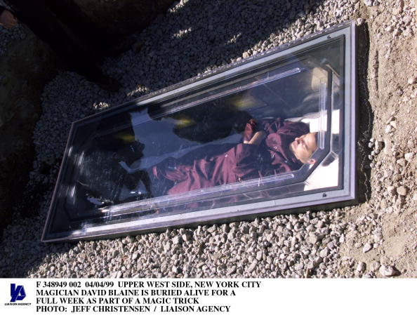 Stunt「Upper West Side New York City Magician David Blaine Is Buried Alive For A Ful」:写真・画像(13)[壁紙.com]