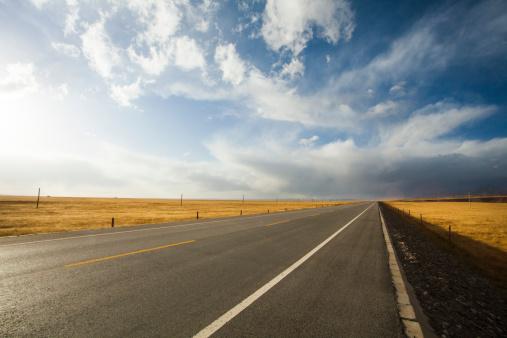 雲「Highway in Qinghai province, China」:スマホ壁紙(2)