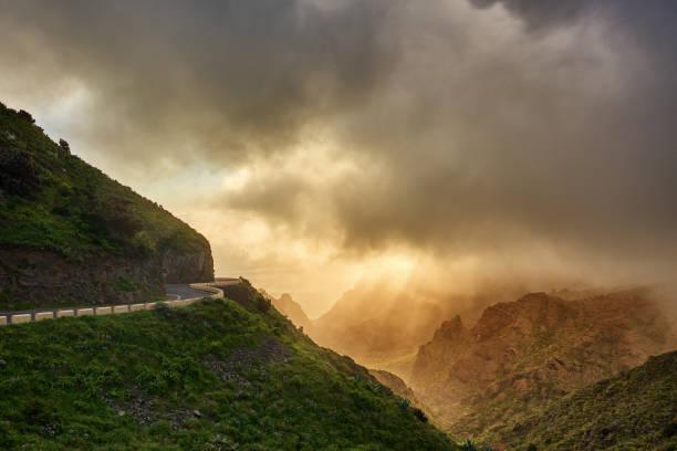 highway in Tenerife mountains:スマホ壁紙(壁紙.com)