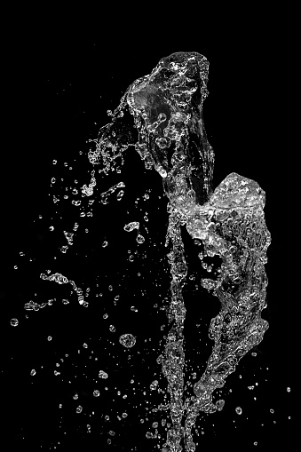 Splashing「Splashing water in front of black background」:スマホ壁紙(18)