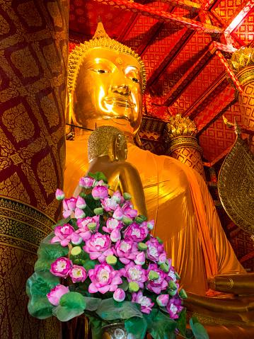 Buddha statue「Buddha statue in Luang Pho Tho, Wat Phanan Choeng, Ayutthaya, Thailand」:スマホ壁紙(5)