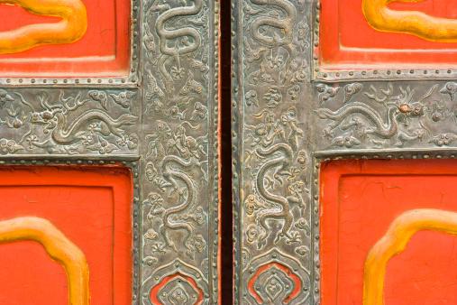 Dragon「Detail of door with metal engravings」:スマホ壁紙(13)