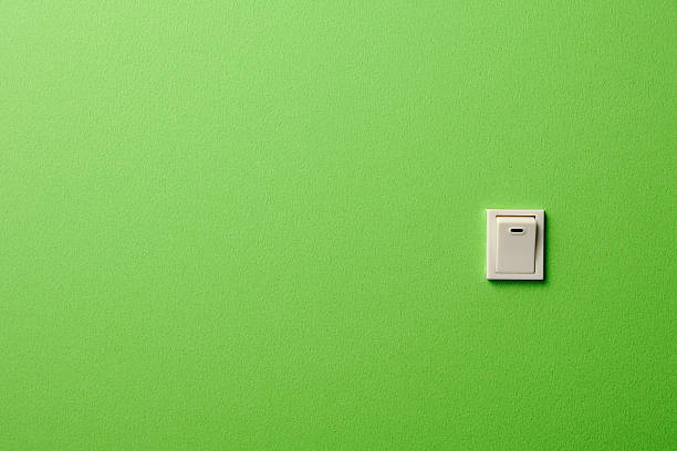 ON OFF light switch on green wall with copy space:スマホ壁紙(壁紙.com)