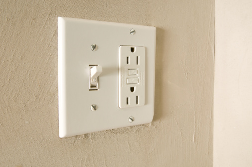 Light Switch「Light switch and outlets on wall of hotel room」:スマホ壁紙(0)