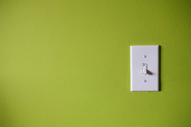 Light switch in front of green background:スマホ壁紙(壁紙.com)