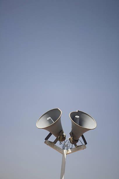 loudspeakers for announcement purposes:スマホ壁紙(壁紙.com)
