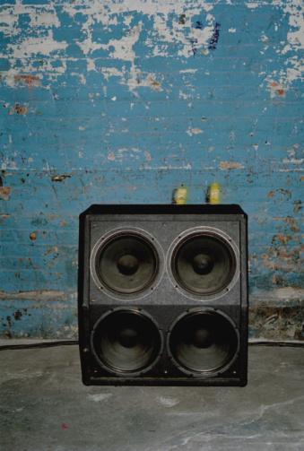 Speaker「Loudspeaker in front of old wall」:スマホ壁紙(19)