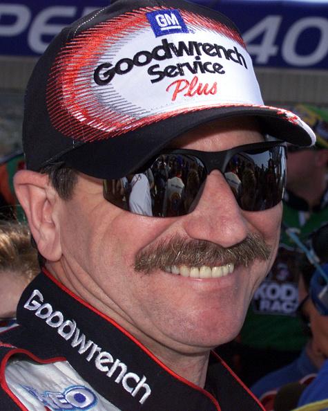 ピットストップ「Dale Earnhardt Dead at 49」:写真・画像(16)[壁紙.com]