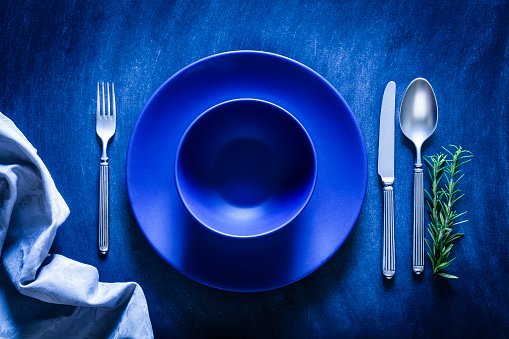 Order「Blue toned place setting shot from above on dark background」:スマホ壁紙(16)