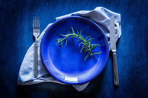 Crockery「Blue toned place setting shot from above on dark background」:スマホ壁紙(9)