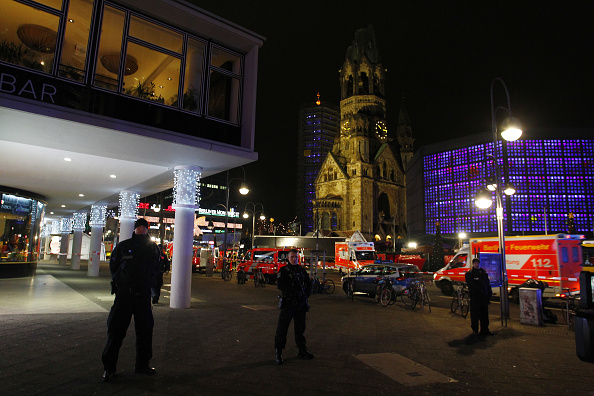 2016 Berlin Christmas Market Attack「Lorry Truck Drives Through Christmas Market In Berlin」:写真・画像(8)[壁紙.com]