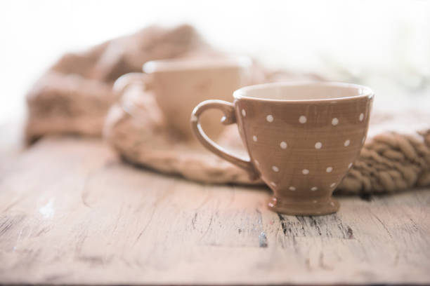 Tea cups and a knitted scarf:スマホ壁紙(壁紙.com)