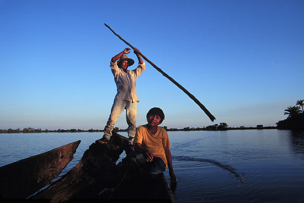 Latin America「Indigenous Indians Fish On A Hand Made Boat」:写真・画像(4)[壁紙.com]