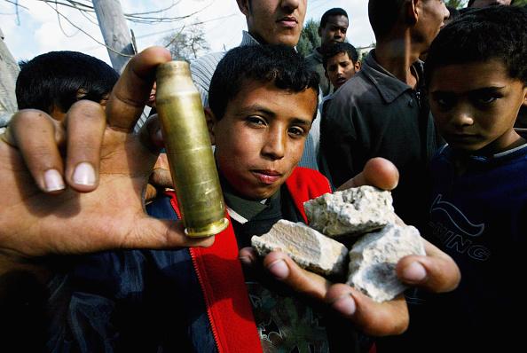 Hand「Israeli Forces Destroy Home Of Hamas Leader In Gaza Strip」:写真・画像(14)[壁紙.com]