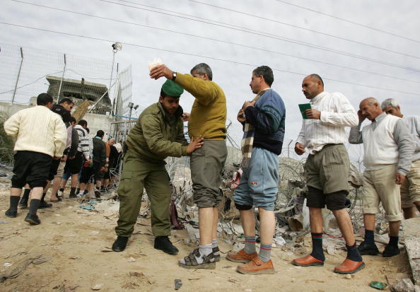 Gaza Strip「Palestinian Workers Permitted Entry To Erez Industrial Zone」:写真・画像(8)[壁紙.com]